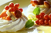 Meringues with frozen fruits