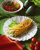 Forellen-Wrap mit Avocadopüree und Tomatensalat