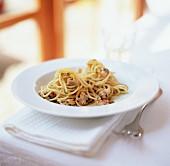 Pasta al limone e vongole (Pasta clams and lemon)