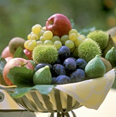 Fruit bowl with sweet chestnuts