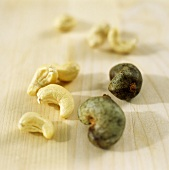 Cashews, shelled and unshelled