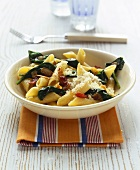 Penne ai spinaci (Penne with spinach, bacon and Parmesan)