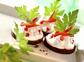 Pumpernickel with quark with peppers and parsley