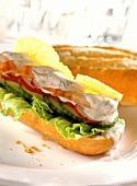 Baguette with shrimps, dill mousse, vegetables and lime