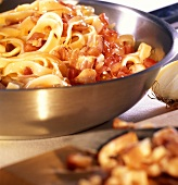 Pasta with bacon and tomato sauce (Pasta all' amatriciana)