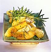Patate al rosmarino (roast potatoes with rosemary, Italy)