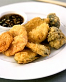 Deep-fried shrimps and vegetables with soya dip