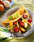 Omelett mit Früchten und Zitronenmelisse