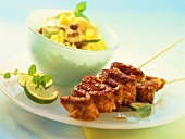 Fruity rice salad with poultry sate