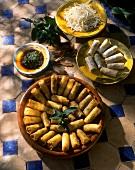 Mit Hackfleisch und Minze gefüllte Teigröllchen (Marokko)