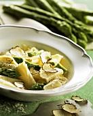 Maltagliati con asparagi e tartufi (pasta with truffles)