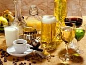 Verschiedene kalte und warme Getränke, Wein und Bier