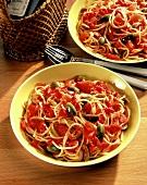 Pasta al pomodoro e olive (Spaghetti with tomatoes & olives)