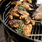Barbecued chicken wings with rosemary