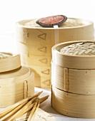Bambusdämpfer und Essstäbchen