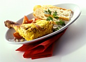 Tandoori chicken with white bread and tomatoes