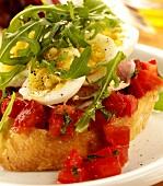 Bruschetta con l'uovo (Bruschetta with tomatoes, egg & rocket)