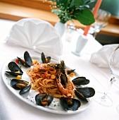 Spaghetti ai frutti di mare (Spaghetti with shrimps & mussels)