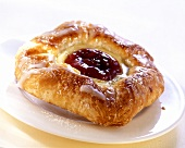 Quark-filled pastry with plum puree
