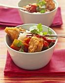 Frittierter Fisch mit Paprikagemüse und Reis
