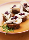 Fig bread with cheese and radicchio