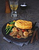 Beef ragout with peppers and puff pastries