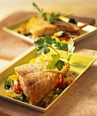 Viktoriabarschfilet auf Paprika-Brokkoli-Gemüse