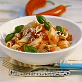 Penne all'arrabbiata (Penne with chillies & mushrooms)