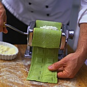 Making spinach ravioli with pasta maker