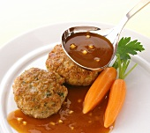 Rissoles with carrots and gravy