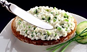 Wholemeal bread with cottage cheese, cucumber and chives