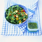 Rocket salad with chick-peas and diced peppers