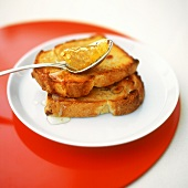 Toasted nut bread with honey