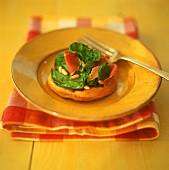 Cracker with Parma ham, spinach and pine nuts