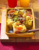 Pasta gratin with mushrooms, vegetables and bacon