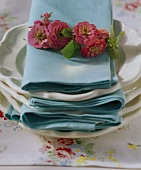 Fabric napkins with wreath of flowers