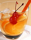 Old Fashioned: Cocktail mit Whiskey und Angostura