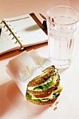 Käsesandwich fürs Büro