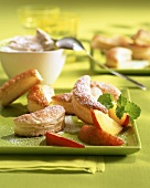 Fleurons (puff pastry half moons) with peaches