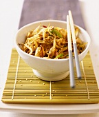 Glass noodles with chicken, sprouts and sesame