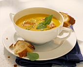 Gingered pumpkin soup with white bread