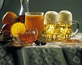 Verschiedene Getränke: Früchteeistee, Saft und Bier