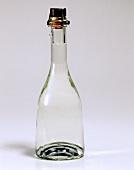 Eine Flasche Hagebuttenschnaps