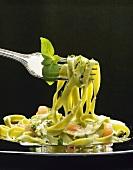 Tagliatelle verdi con la panna (Tagliatelle with cream sauce)