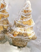 Gingerbread fir tree with flaked almonds