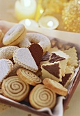 Christmas biscuits: cinnamon snails, hearts and rings