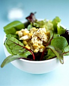 Spinach and sweetcorn salad with toasted goat's cheese