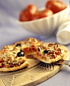 Pizza con lo speck (Pizza with bacon and olives, Italy)