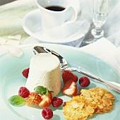 Vanilla flummery with berries and almond praline