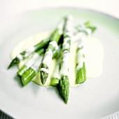 Green asparagus with hollandaise sauce